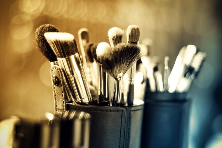 makeup-1289325_1920.jpg